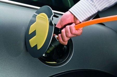 mobilità sostenibile veicoli elettrici caricabatterie universale