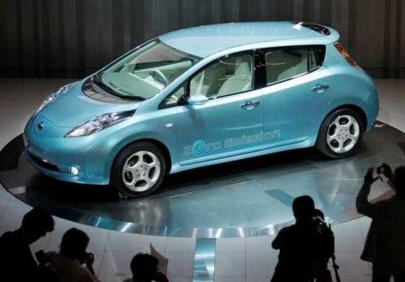 Nissan svela i piani di vendita della propria auto elettrica
