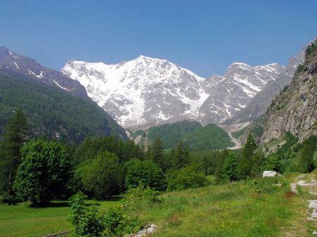 architettura sostenibile alpi strutture basso impatto ambientale