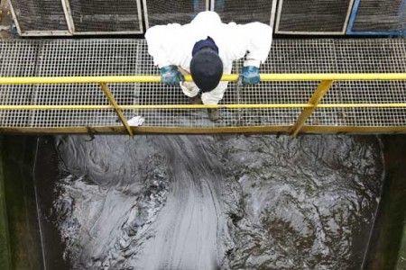 inquinamento lambro petrolio