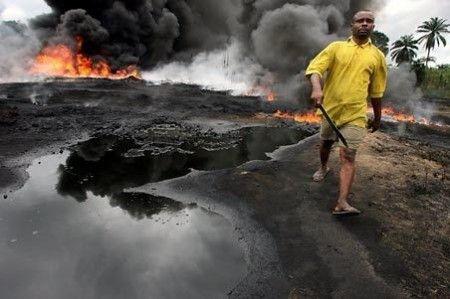 oro nero inquinamento acqua fiume Niger