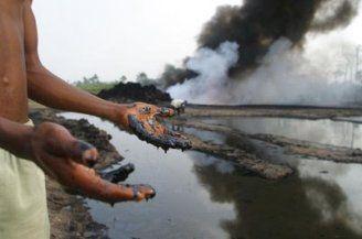 oro nero inquinamento fiume Niger