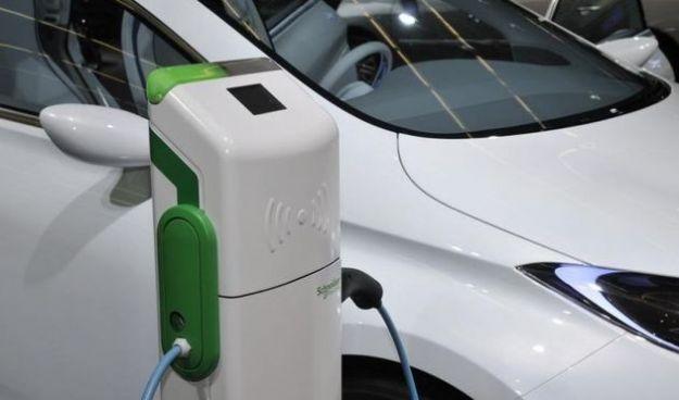 auto elettriche busto arsizio ricarica gratis