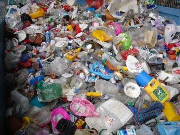 raccolta differenziata plastica plastiche riciclate