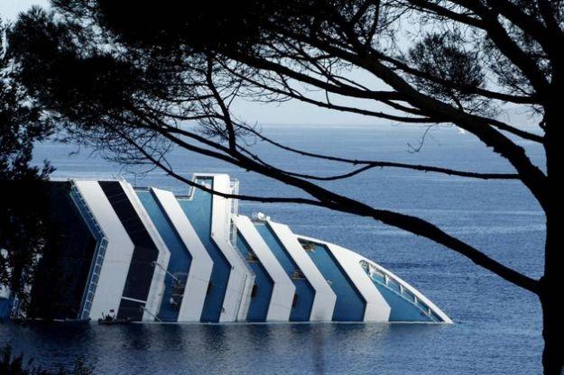 naufragio costa concordia marea nera sardegna