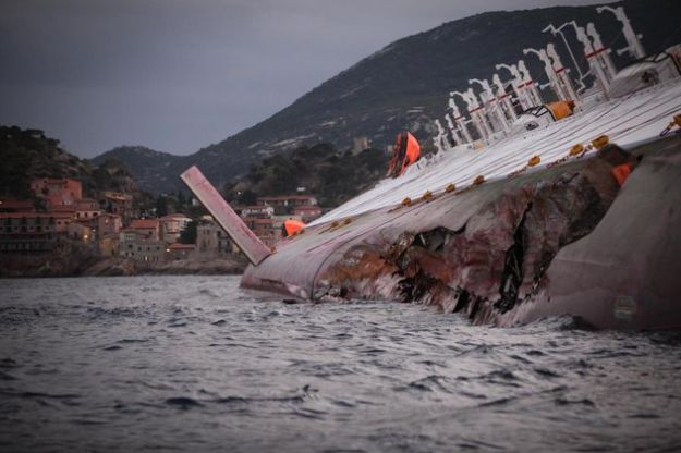 nave concordia chiazze emergenza ambientale