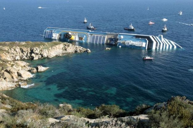 nave costa concordia affonda disastro
