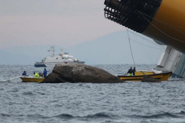 nave costa concordia rottura serbatoi