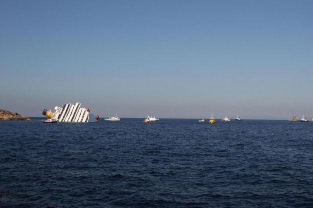 nave costa concordia santuario cetacei
