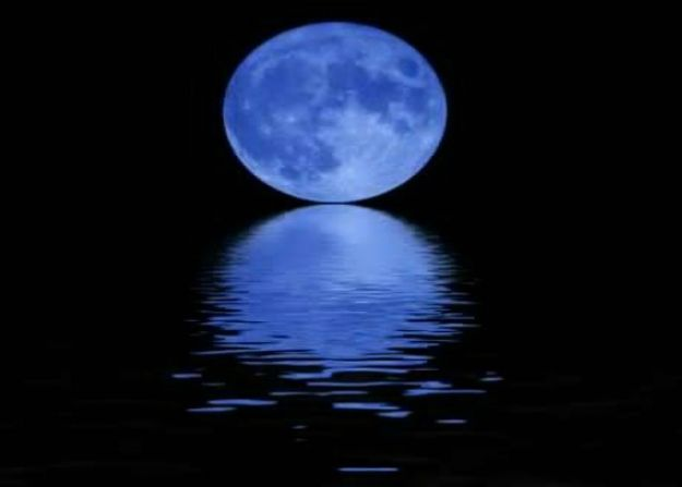notte di luna blu