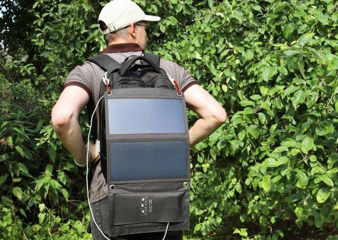 Zaino con pannelli solari portatili