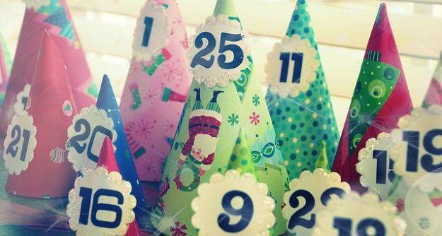 Calendario dell'Avvento con coni di carta