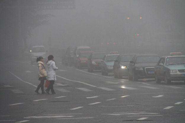 Livelli elevati di smog e forte nebbia in Cina