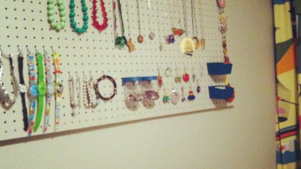 Ganci Per Appendere Collane come organizzare i bijoux: 10 idee di riciclo creativo - ecoo.it