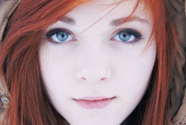 capelli rossi occhi azzurri