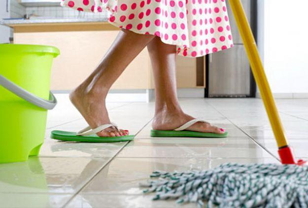 come pulire i pavimenti con prodotti naturali