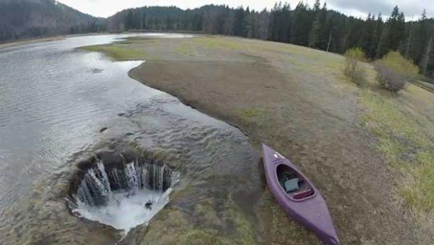 luoghi strani della terra acqua scompare