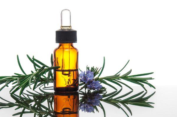 olio essenziale rosmarino gambe gonfie