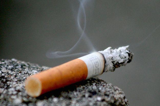 come eliminare l odore di fumo in casa