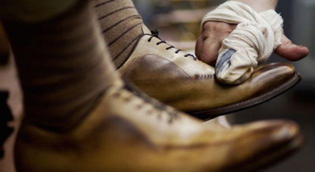 rimedi naturali per pulire le scarpe