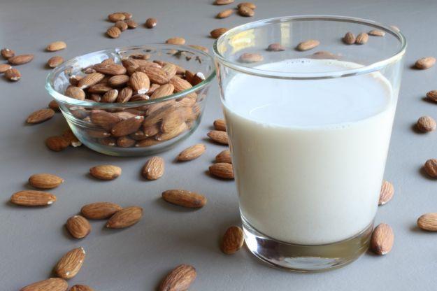 latte di mandorle struccanti naturali