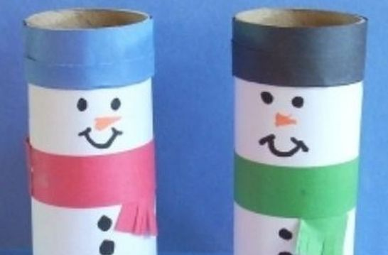 pupazzi di neve con i rotoli di carta igienica