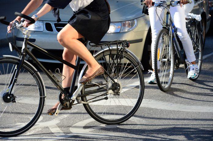 Una bicicletta in strada