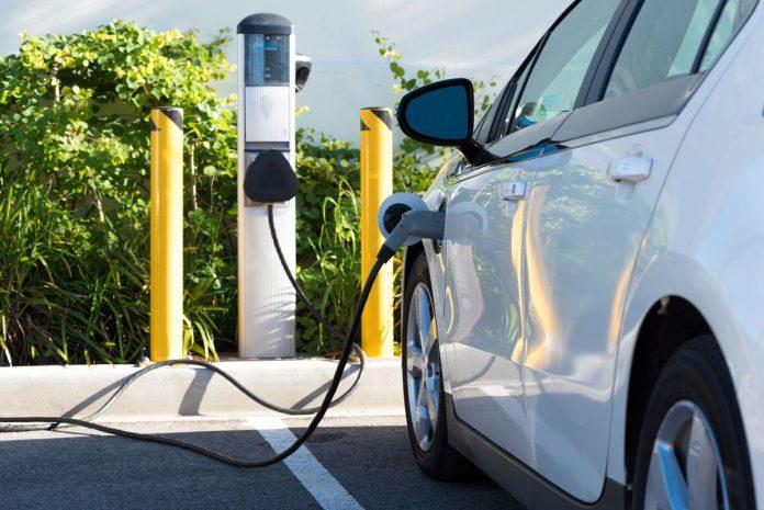 Le auto elettriche riducono inquinamento