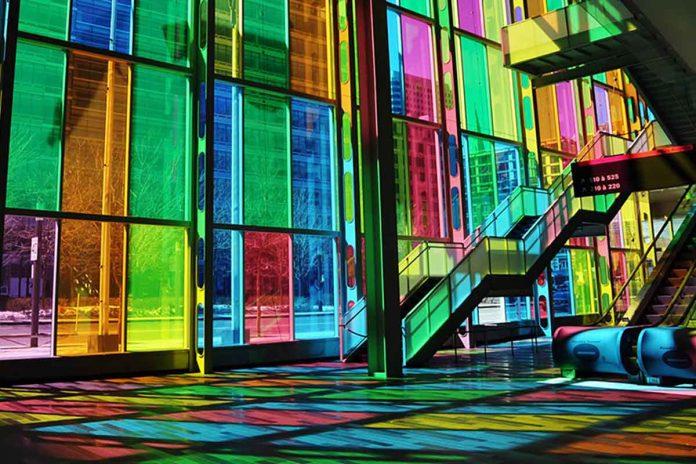 Finestre luminescenti colorate