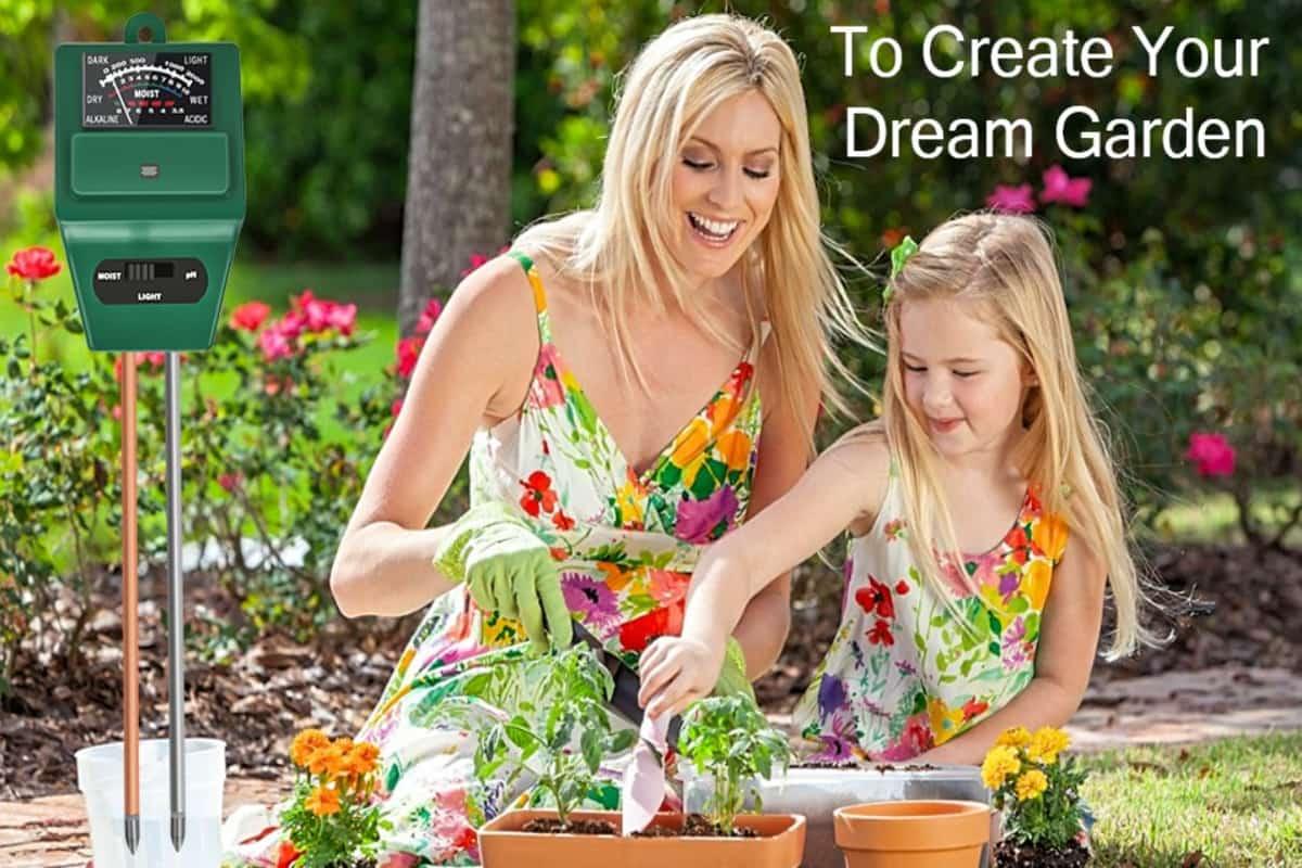 Madre e figlia fanno giardinaggio con misuratore 3 in 1 incluso in offerte Amazon