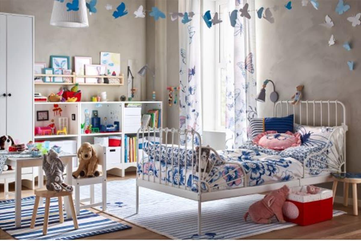 Cameretta con letto allungabile in una casa sostenibile Ikea