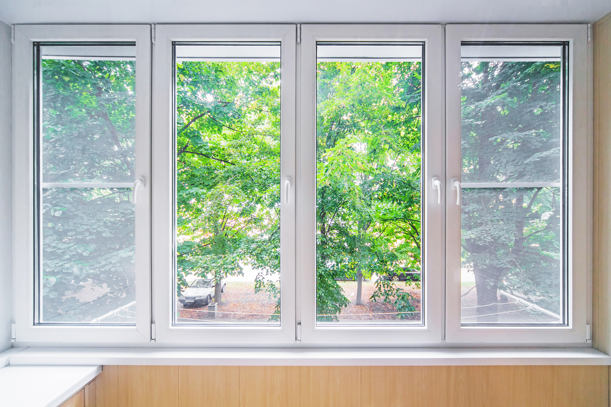 finestra grigia pvc