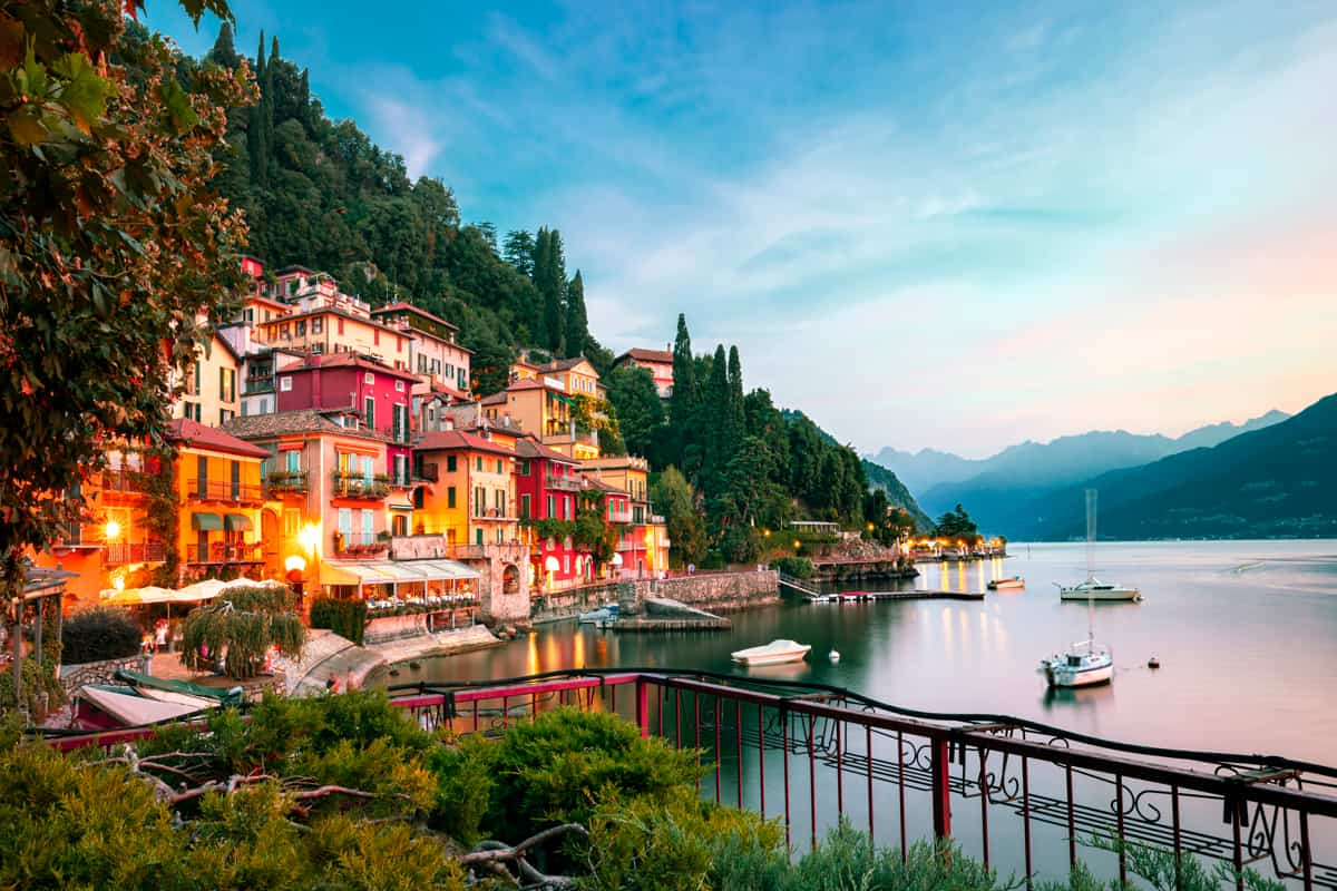 Panorama del paese di Varenna su Lago di Como