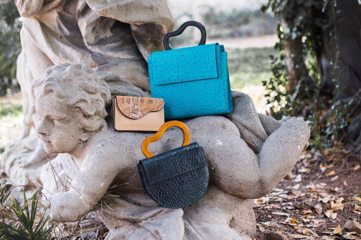 borse sostenibili esposte nella natura