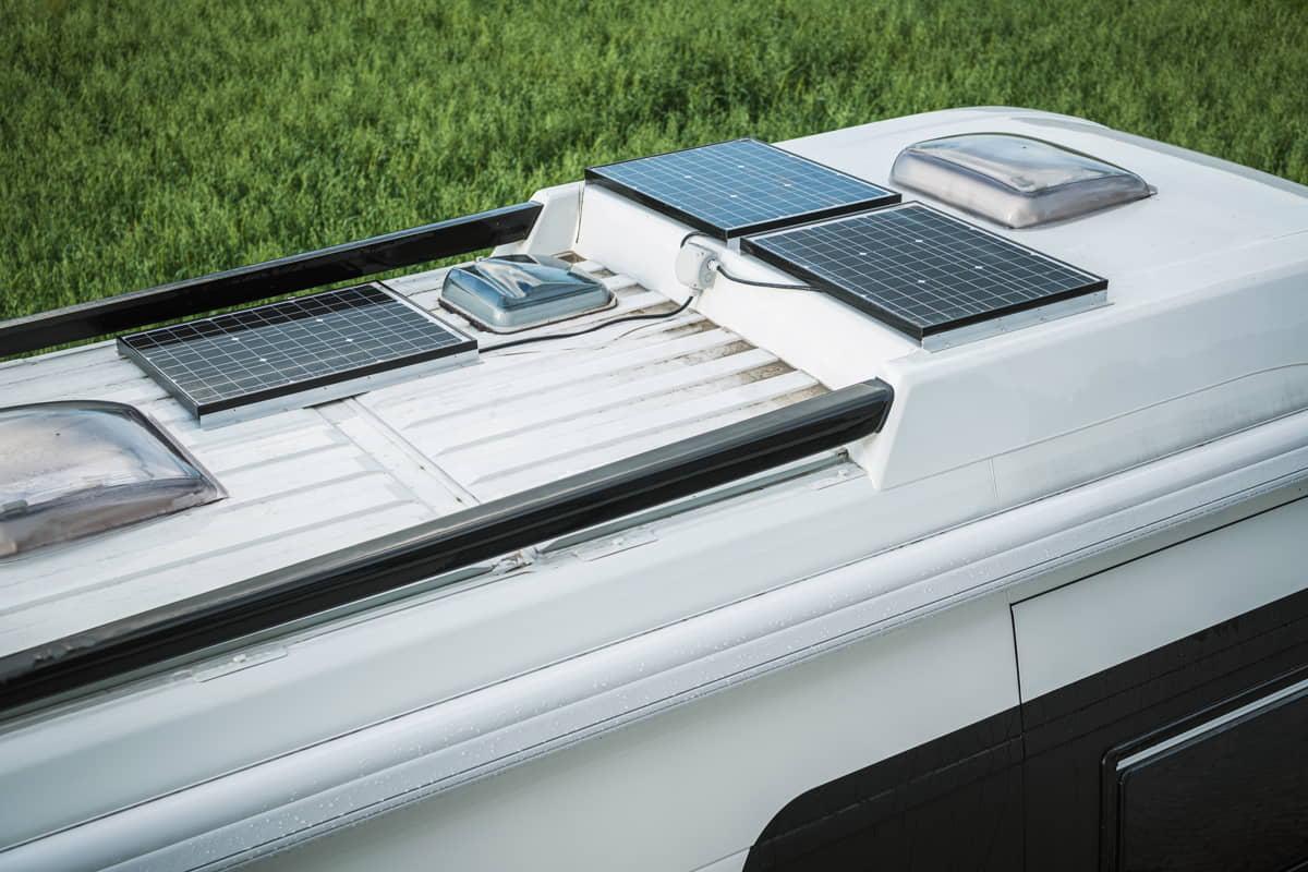 camper con pannelli solariF